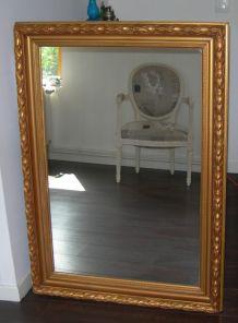 Grand miroir ancien mouluré doré