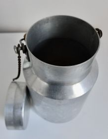 Pot à lait ancien