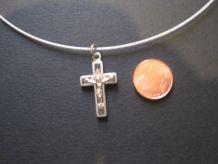 Ancienne petite croix ,en métal blanc(nickel)
