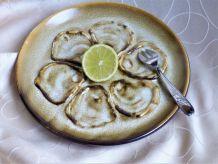Assiettes à huîtres, service à huîtres et coquillages.