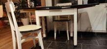 Table et chaises formica et bois