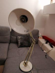 Lampe Ledu articulée  métal blanc sur socle. Années 1970
