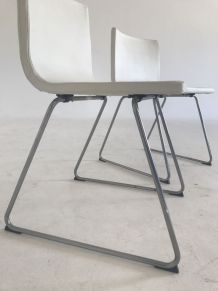 2 chaises métal chromé et simili cuir blanc