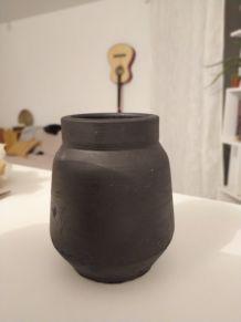 Vase en terre d'argile brute