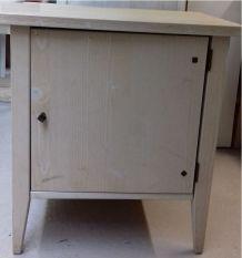 1 petit meuble d'appoint