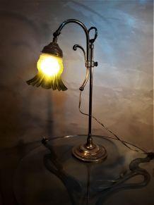 lampe de bureau laiton 1900  belle patine  avec sa tulipe ve