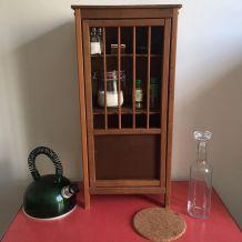 Petite armoire / cabinet de curiosités