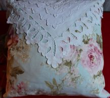Coussin shabby-chic broderie f main/tissus rose ancienne