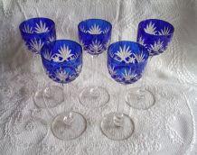 Verres en cristal, coloris bleu