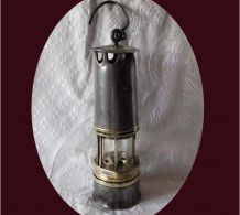 Lampe de mineur numérotée 422