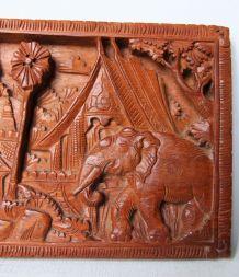 Panneau décoratif en bois sculpté origine indienne. Vintage.