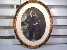 Grand cadre photo ovale en bois doré avec photo fin XIXe