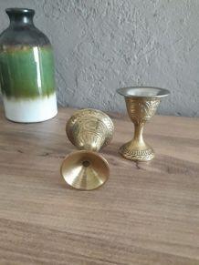 2 coquetier metal doré ciselé