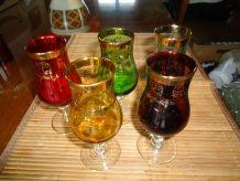 5 verres digestif à pied couleurs gravés dorés 1970