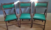 chaises pliantes en bois et skaÏ vert vintage en bon état