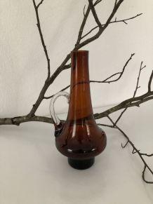 Vase à anse  en verre marron vintage