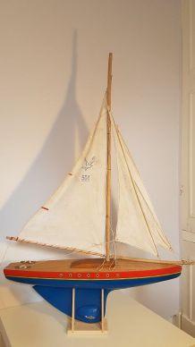 Voilier en bois Tirot navigable 64 Cm