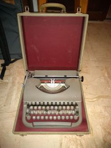 Ancienne machine a ecrire JAPY