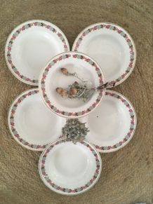 6 assiettes creuses anciennes à la bordure fleurie et dorée.