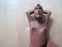 Grand casse noix en bois sculpté forme de femme