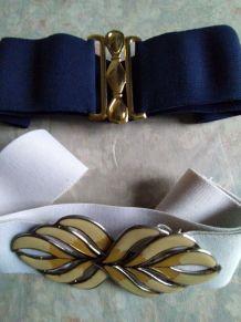Deux ceintures élastiques à boucle fantaisie