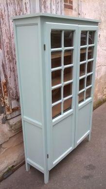 armoire vitrine parisienne couleur vert mint