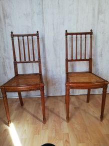 2 chaises anciennes dessus canné refait à neuf