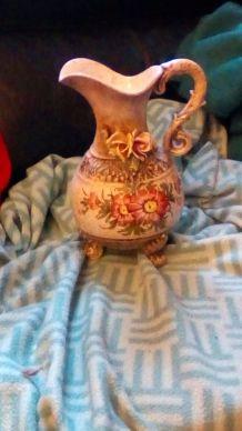 Vase retro romantique fleurs relief