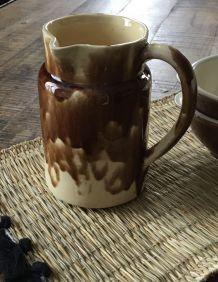 Pichet ansé décalée céramique vernissée Apt