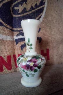 Joli vase ancien en opaline