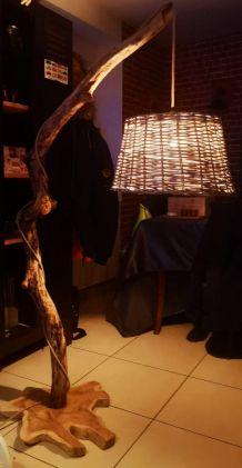 Lampe artisanale en bois flotte