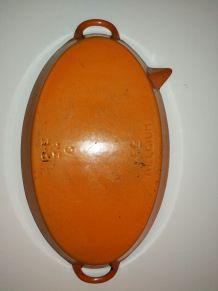 Plat de cuisson ovale  fonte émaillée avec bec verseur 34cm