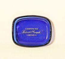 Cendrier vintage en verre bleu champagne Heidsieck Monopole