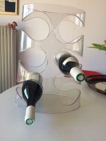 Casier à bouteilles en plexiglass