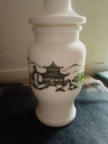 Pot 'Apothicaire Ancien avec gravure style Asiatique