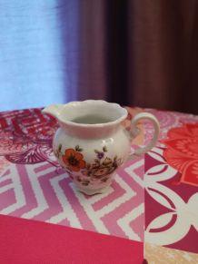 Joli crémier porcelaine vintage