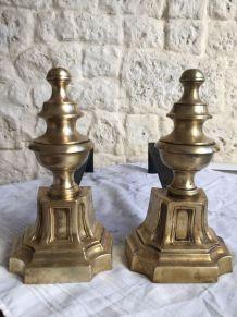 Paire de chenets anciens de style Louis XVI