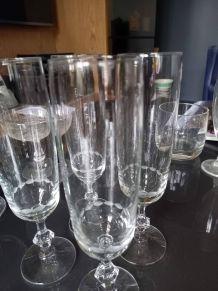 Champagne : 4 flutes et 2 coupes en cristal