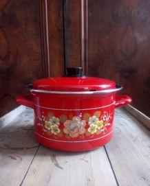 jolie cocotte/marmite en tôle émaillée rouge
