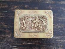Boite bois, décors ciselé signé s.kolesnikoff