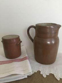 Broc et pot à sel en grès brun