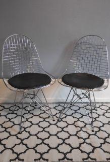 chaises design en métal chromé et assise en skai noir