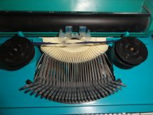 Machine à écrire PETITE INTERNATIONAL