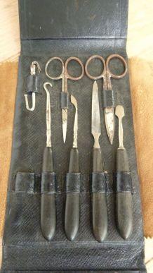 Ancien nécessaire à manucure et 2 polissoirs à ongles
