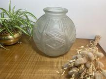 Vase boule Art Déco 1930 en verre dépoli moulé et pressé