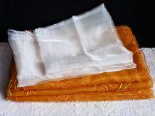 Rideaux, rideaux orange, rideaux blanc, voilage de fenêtres.