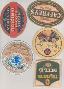 collection étiquettes de fromage et sous-bocks
