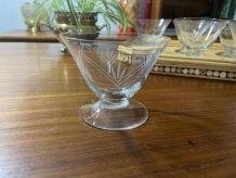 8 coupes à Champagne en verre ciselé 1950