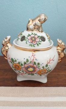 Petit pot baroque très stylé début XXème