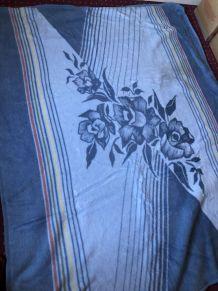 Jolie couverture Motif floral bleu
